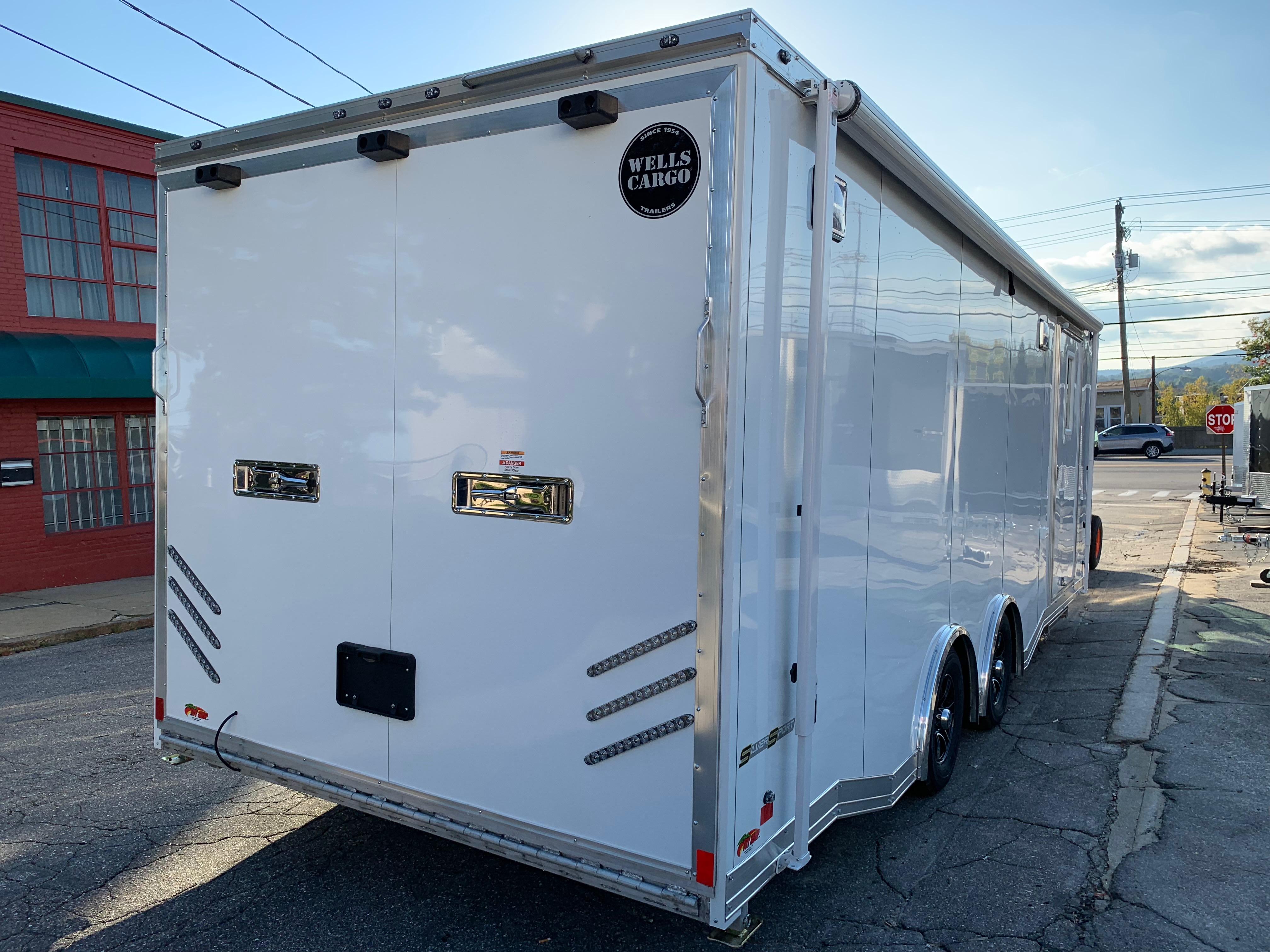 Enclosed Car Hauler Trailer 8 5 X24 Bull Nose White Ramp Wells